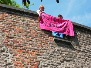 Boycott Workfare banner drop in Leiden